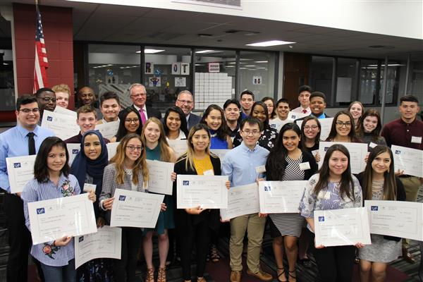 U-46 Celebrates 30 Winners of the Superintendent's Scholarship